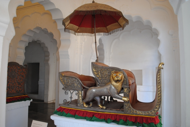 Elephant Howdas - The howdahs were a kind of two-compartment wooden seat (mostly covered with gold and silver embossed sheets), which was fastened on to the elephant back.