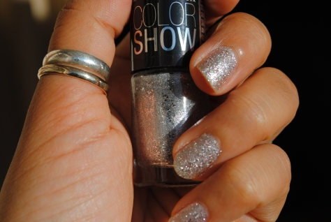 Monday Manicure – Maybelline Color Show – Dazzling Diva 602